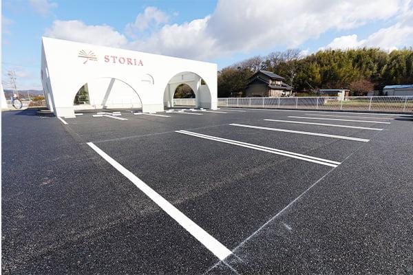 広々とした駐車場には、15台の駐車が可能です。